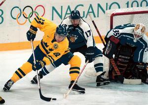 Pappa Ulf Dahlén spelade 966 NHL-matcher, vann VM-guld och SM-guld under sin karriär. Här är han under OS i Nagano 1998 med sin karaktäristiska åkstil.