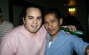 Blue Moon Bar. Antonio och Alejandro
