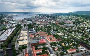 Olle Wallin jämför Sundsvall då och nu.Foto: Jan Olby/Arkiv
