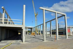 Berners nya bilhall i Birsta börjar så smått ta form.