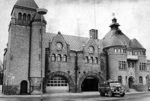 Ferdinand Bobergs brandstation längs Fältskärsleden kom till i efterdyningarna av stadsbranden och hänger i hop med den professionella brandkårens grundande i Gävle. Foto: Arkivbild Gefle Dagblad.