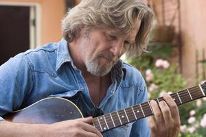 Jeff Bridges briljerar i rollen som den avdankade musikern Bad Blake.   Foto: Fox Searchlight Pictures