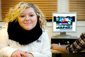 Jennifer Hällmyr vill läsa barn och fritid på Risbergska skolan nästa år. Hon har gått i en klass för hörselskadade sedan årskurs fyra.