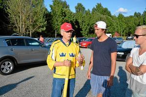 Instruerar. Bo Kempegård ger Jens Hedblad och Jimmie Gustavsson goda råd.