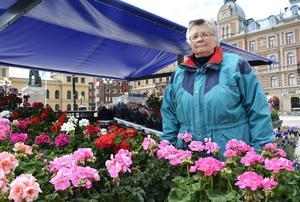 Ann Österlund har haft öppet i snart två månader och efterfrågar mer händelser på torget.