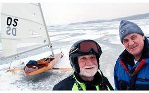 Ludvika isseglingssällskaps medlemmar har ett 20-tal isjakter. Men vi behöver unga för återväxten in i en mycket fin sport, säger Adolf Walther, till vänster, och Hans Olsson.