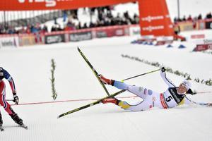 Charlotte Kalla kunde inte besegra Heidi Weng i spurten. Kalla blev trea i skiathlontävlingen i Lillehammer.