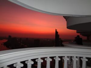 Det var inte bara vi som ville fota den vackra kvällshimlen i Bangkok.