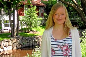 Sandra har nyligen flyttat från Västerås till Hallstahammar och går nästan dagligen långa promenader längs Skantzsjön.