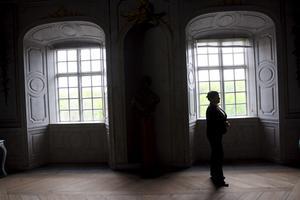 Fönstren i slottet är inte vilka glasrutor som helst. Både glas och fönsterbågar är svåra och dyra att ersätta.