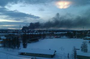 Storbranden på ABB i Ludvika omkring 16.00. Sett från Marnäs.