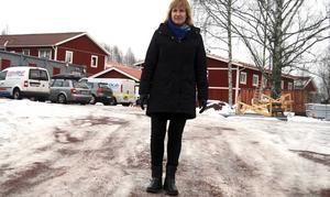 Ett av flera områden där det byggs bostäder i Mora, Tingsnäs, men det räcker inte på långa vägar, anser Anna Hed.