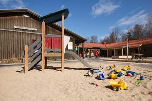 På Rynningeåsens förskola jobbar man medvetet med att minska ned på leksaker och produkter som innehåller material med farliga gifter och kemikalier.