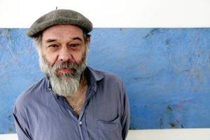 Anders Ek gillar blått, det visar även hans nya utställning på Galleri S.