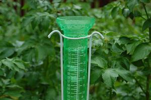 På bara 35 minuter kom 37 millimeter regn i Krokom. Tycko Göransson skickade in en bild på sin regnmätare.