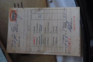 Före oljekrisen. 1971 kostade bensinen bara en krona per liter på Sjös mack i Byn, Gnarp.
