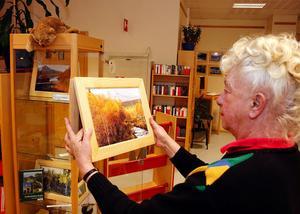 Fotografierna presenteras också på väv. Det tycker Margareta Nordlander är en väldigt vackert.