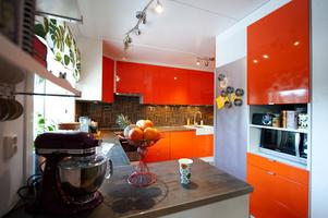 Förutom orange så gillar familjen toner i brunt och brons.