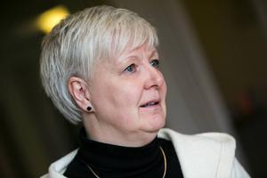 Det är knappast läge för landstingsrådet Ingalill Persson (S) att peka finger mot oppositionspolitikerna och efterlysa