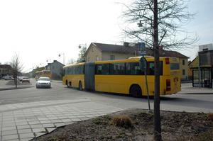 BESTRIDER. UL har nu svarat på stämningen från Keolis Sverige AB med anledning av den misslyckade bussupphandlingen. UL bestrider skadeståndskravet på 164 miljoner kronor. OBS! på bilden bussar som körs av ett annat bussbolag, Nobina.