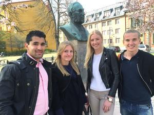 Eleverna från Hedbergska skolan som medverkar är Andreas Mattsson, Frida Olsson, Anna Graeve och Elias Högström