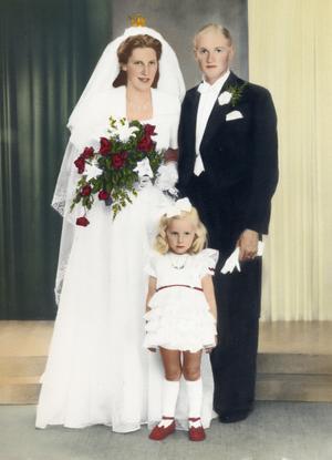 Elvira och Walter Karlsson samt brudtärnan Marianne Wågemark.