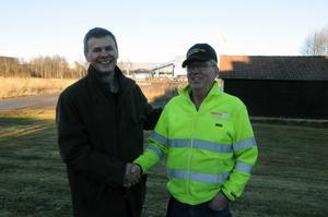 Det som skulle bli över vintern har hitintills blivit 25 år vid Rågsvedens såg, på måndagen överlämnade ägaren Per-Erik Andersson en guldklocka till Dan Georgsson.
