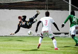 Dalkurds målvakt Frank Pettersson vet ännu inte hur det känns att släppa in ett mål på bortaplan den här säsongen.