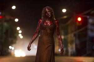 Chloe Moretz som Carrie White i nyversionen av den blodiga hämnarrullen