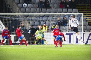 GIF spelar en klok fotboll utifrån föreningens knappa resurser, skriver Mats Ädel. Bilden är från söndagens avslutningsmatch på Strömvallen.