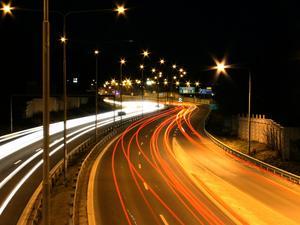 En kvällspromenad med ett stopp på cykelbron över E18. Jag tittade på bilarna... de som gick förbi tittade på mig och undrade vad jag höll på med.