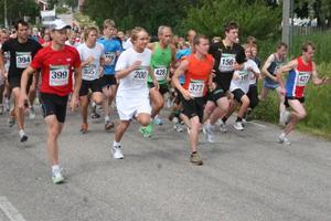 Trångt i starten var det, då 12.8 km Damer och Herrar gick loss klockan 11.30.