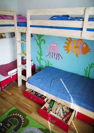 Att byta bostad med någon som är i samma skede i livet är en fördel på många sätt. Barnen får nya spännande rum att utforska.   Foto: Izabelle Nordfjell/TT