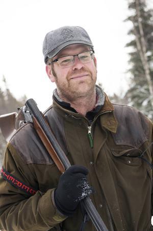 Kalle Duvemo är jägmästare och älskar att vara ute i naturen.