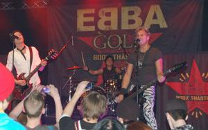 Ebba Gold var en av grupperna som spelade. Adam Tensta hette huvudartisten.