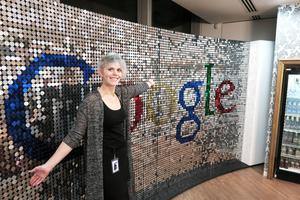 Elin Nilsson från Bollnäs har sedan i början av september haft praktik på Google i London. – Det är grymt roligt på Google, säger hon.