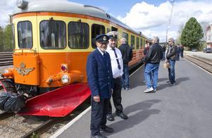 Avgångssignaleraren Kåre Olsson och konduktören Jonas Blomberg besökte Sveg under lördagen med Orsa jernvägsförening.