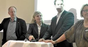Pengar och rådgivning. Dan Gärdefors  Almi Företagspartner, Helene Wiberg och Daniel  Enbäck Nordea utgjorde hälften av frukostpanelen. Foto: Michael Landberg