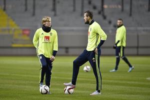 Emil Forsberg tillsammans med Emir Kujovic, skytteligavinnaren i Allsvenskan, på en av landslagets träningar under veckan.