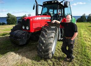 – Nu när vädret är varmare i september har inte bönderna jobbat klart med jordbruket den här tiden. Det är också en anledning till att börja senare med jakten, säger Öjvind Hallström, själv lantbrukare och älgjägare.Foto: Jan Andersson