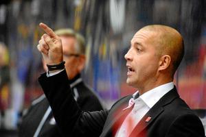 Johan Tornberg gick ut med hård kritik mot Örebro Hockeys tidigare ledning under lördagens möte med Linköping. Tornberg är numera hockeyexpert för Cmore.