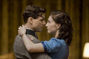 I filmen spelar Tom Cruise mot Carice Van Houten. Hon gör rollen som Claus von Stauffenbergs fru Nina. Foto: Frank Connor