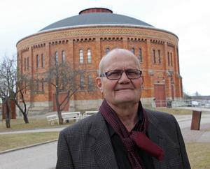 Oppositionsrådet Ingemar Kalén (KD) konstaterar att världen har blivit så tuff i konkurrensen att lilla Gävleborg inte klarar sig på egen hand.