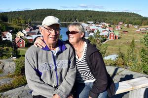 Erik och Ingrid Johansson har varit gifta i 52 år. Så länge de har hälsan och klarar sig själva kommer de att bo kvar på Trysunda.