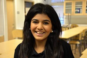 Saina Malavi, 13 år, Bydalen:   – Man skulle kunna vara strängare, till exempel kunde man ha lärare som går igenom skolkorridorerna där de som skolkar brukar sitta.