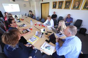 Kultur - och bildningsnämnden i Lekeberg ska omförhandla avtalet med Region Örebro län om linjetrafik  för skolskjutsar.