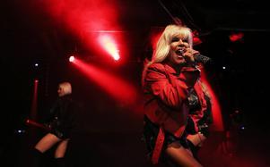 Samantha Fox kom till Liljan och konkurrerade ut Schlager-festivalen med osande 80-talspop. En bedrift med tanke på den hysteriska Måns-febern som råder i landet.