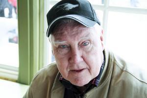 En legendar: Los Karl-Erik Persson, ropar ut bilbingonumren även detta år.