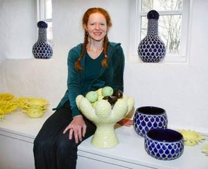 Anna Wennerstrand har vernissage på Drejeriet i dag och visar  sina keramiska verk, där hon bland annat arbetar med att tillverka egen mosaik. Foto: Patrik Sjödin
