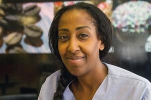 Det är fortsatt med blandade känslor som Emy Maru tar emot beskeden från etiopiska myndigheter kring hennes pappa, den fängslade hjärtläkaren Fikru Maru.
